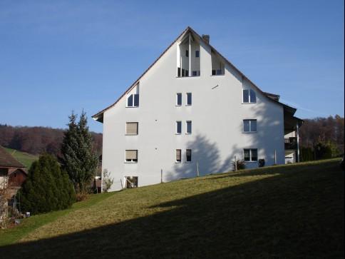 Im Dorfkern Giebenach - geräumige Dachwohnung!