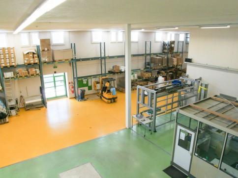Individuell unterteilbare Produktions- und Lagerräume zu vermieten