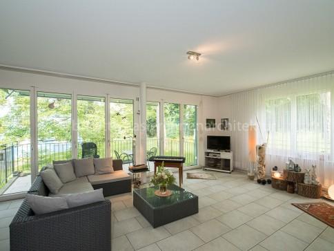 Moderne 3.5-Zi-Wohnung mit idyllischer Terrasse an begrünter Lage