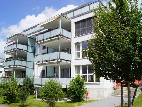 moderne 3.5-Zimmer-Attikawohnung mit Sicht bis zu den Alpen