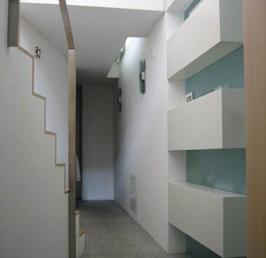 Moderne, helle und sonnige Dachwohnung mit Balkon
