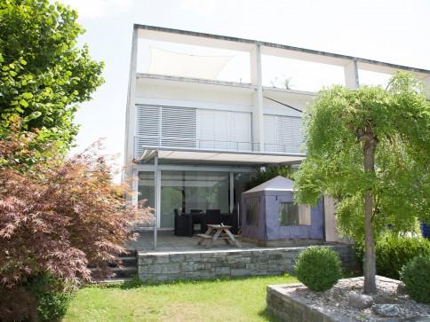 Modernes 6-Zimmer Eckhaus in Flamatt