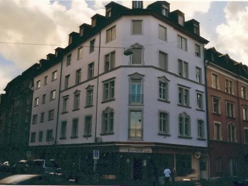 Neu renovierte 2,5-Zimmer-Dachwohnung in Kleinbasel