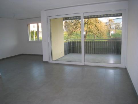 Neuwertige, moderne 3.5-Zimmerwohnung im 1. OG