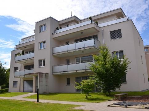 neuwertige moderne 4.5 Zimmer-Wohnung mit eigenem Waschturm