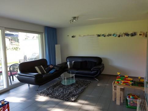 neuwertige, moderne 4.5-Zimmerwohnung mit Sitzplan in zentraler Lage