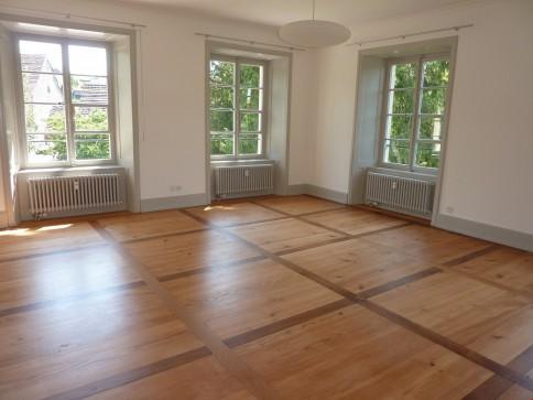 Renovierte, sonnige Altbauwohnung im 1. OG in herrschaftlicher Villa