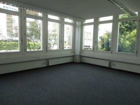 Renovierte und lichtdurchflutete Büroräume an verkehrsgünstiger Lage!