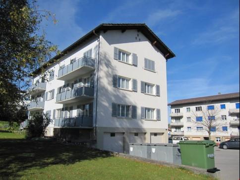 schöne 4.5-Zimmerwohnung mit sonnigem Balkon und Parkplatz