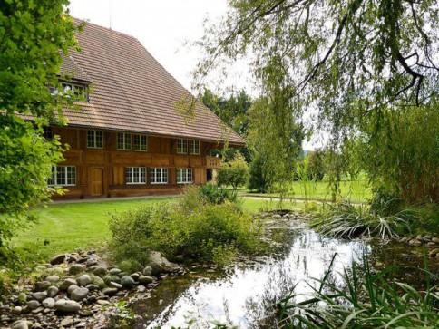Umgebautes historisches Bauernhaus mit grosszügiger Gartenanlage