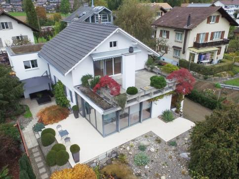 Vermietung renovierte 3.5 Zimmer-Wohnung (90m2) in 2-Familienhaus