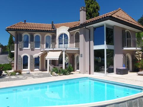 Villa élégante avec vue panoramique