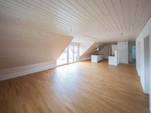 wunderschöne 3.5 Z-Whg. Dachwohnung