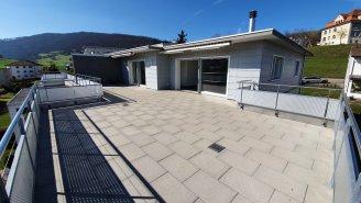 Attika Wohnung mit grosser Terrasse