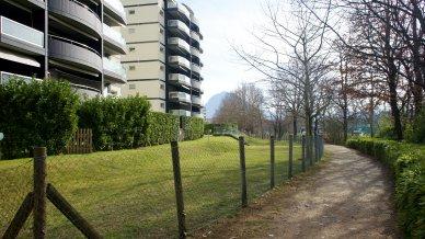 Palazzo con ingresso pedonale su lungofiume a Pregassona