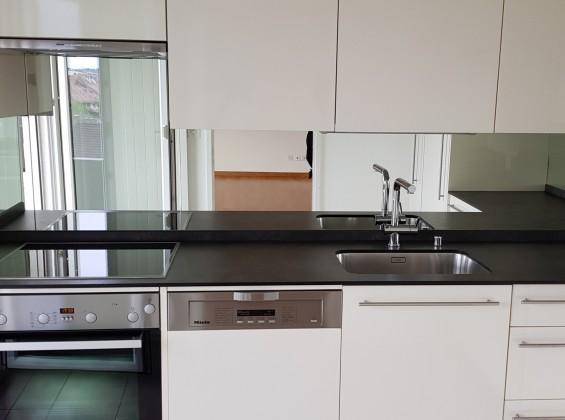 Grosse Schone Wohnung 3 5 Zimmer 85m2 Wohnflache Mit Moderne Kuche