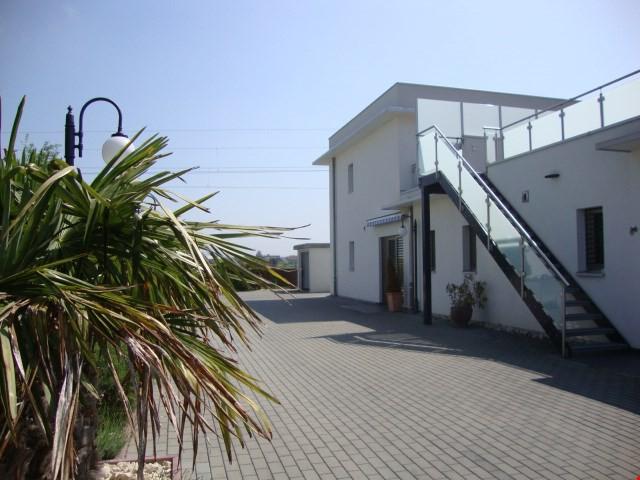 jolie villa mitoyenne de bon standing 24435595