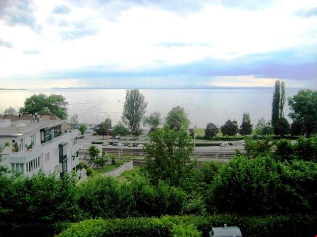 Charmante 1.5 Zimmer Dachwohnung mit Balkon und Seesicht 19668464