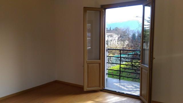 A Caslano luminoso appartamento di 3.5 locali con giardino 32262626