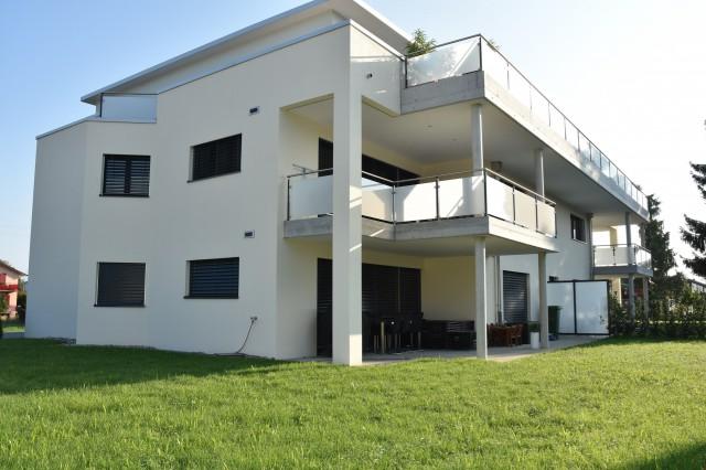 4 1/2 Zimmer Parterre Wohnung mit grossem Landanteil 22070064