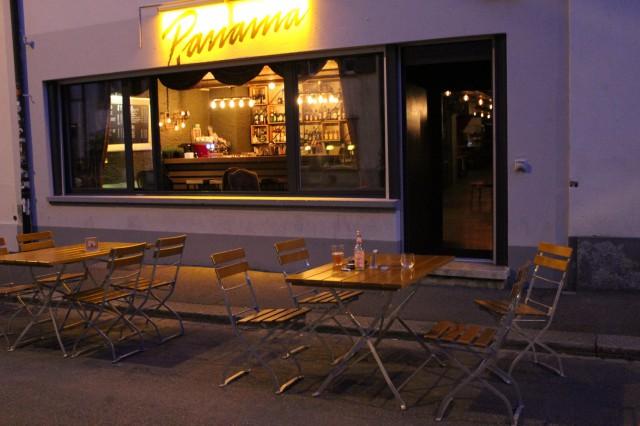Bar/Lounge am Rhein im Basel 25166440