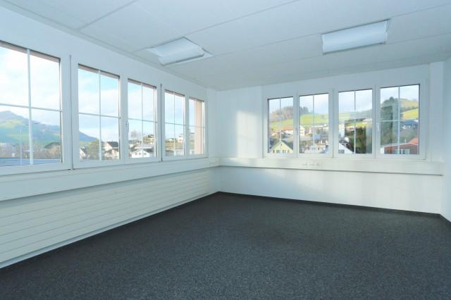 Zentral gelegene Büro- und Gewerbefläche mit grosser Terrass 24008648