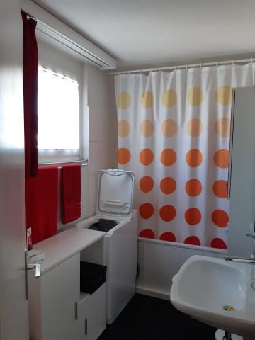 Bad mit Fenster + Toilette