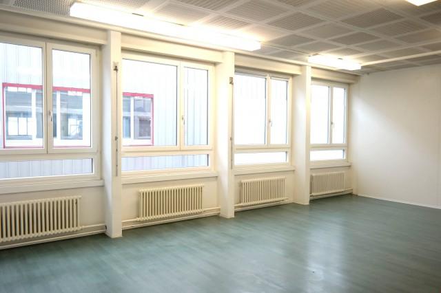 Büroraum EG mit Fensterfront