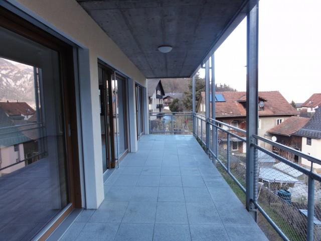Grosszügige , helle Wohnung mit Fensterfront und grossem Bal 32276433