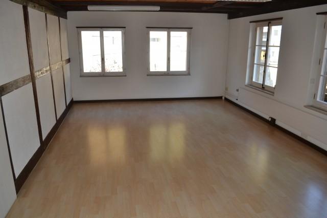 Grosse 2.5 Zimmer Wohnung 22002604