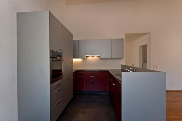 Edles Rot und Grau für die Küche