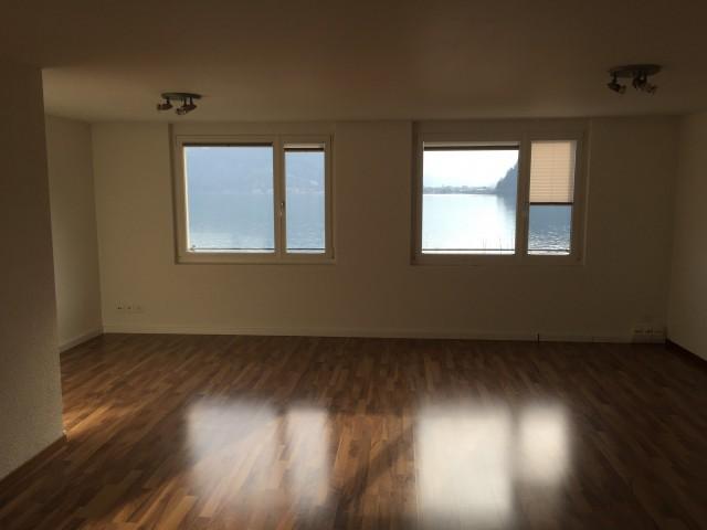 Helle 3 Zimmer Wohnung mit Seesicht 22028881