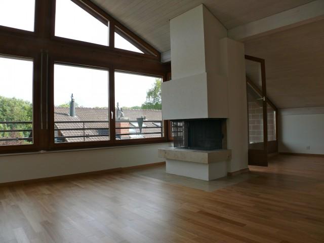 grosse 2 1/2 Zi-Dach-Wohnung (78m2) mit Cheminée + Balkon, i 22770097