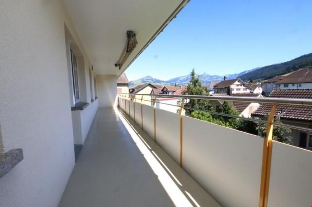 3 Zimmerwohnung an zentraler Wohnlage mit grossem Balkon! 24008652