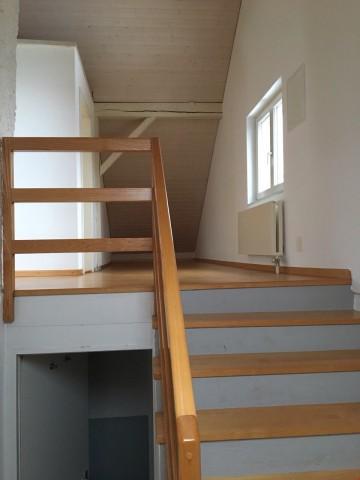 Zu Vermieten schöne helle Dachwohnung 23636165