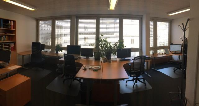 Grand bureau meublé à Rive 31519731