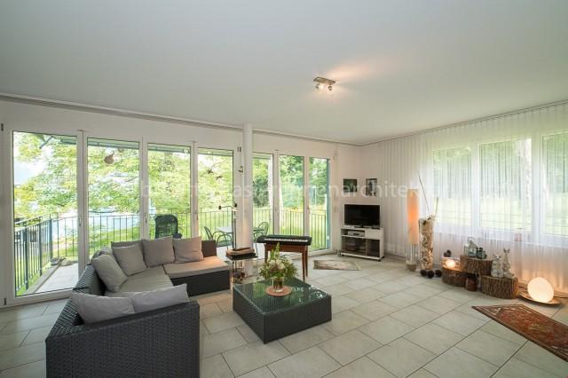 Moderne 3.5-Zi-Wohnung mit idyllischer Terrasse an begrünter 20045639