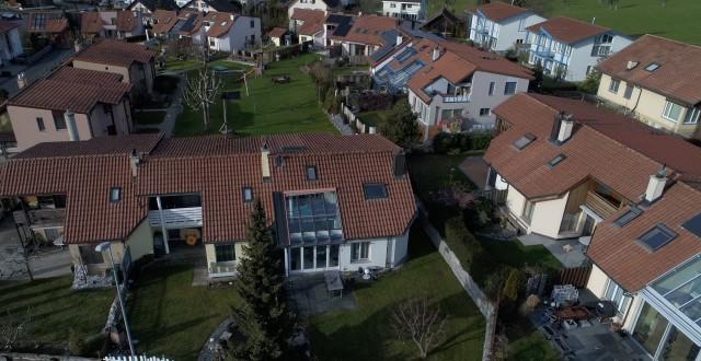 Familienfreundliches 6.5 Zimmer-Eckhaus 23310733