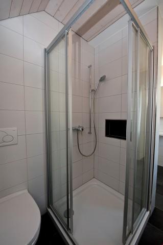 Dusche mit Produkteablage
