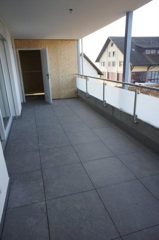 gedeckte wunderschöne Terrasse mit Reduit
