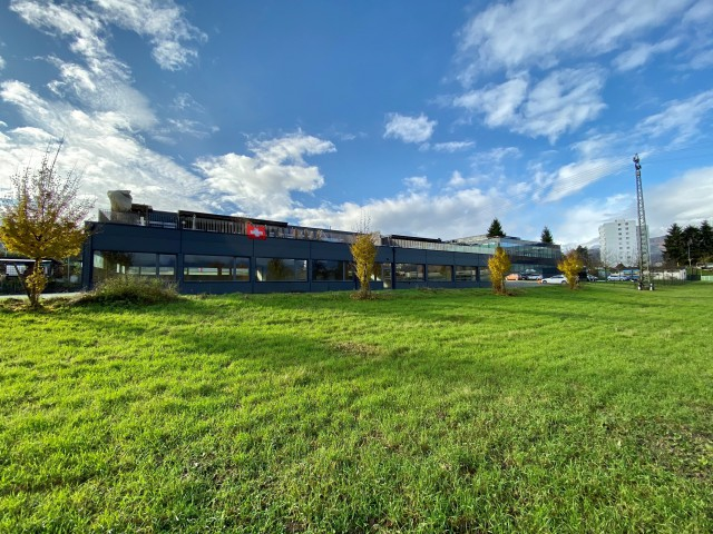 Industriehalle an idylischer Lage in Port 31744002