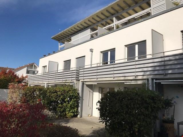 Moderne, neu sanierte 2.5-Zimmerwohnung in ruhigem Quartier! 24098032