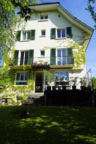 Ein- bis Dreifamilienhaus mit Garten und Garage im Mühlefeld 20046373
