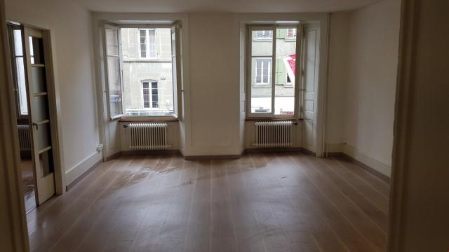Local commercial - Bureaux au centre-ville de Payerne 31059452