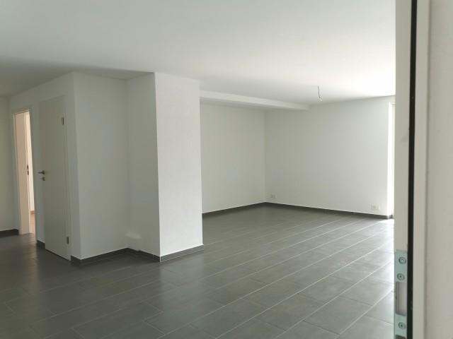 Eingangsbereich und Wohnzimmer