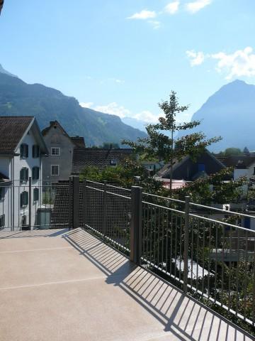 im Dorfzentrum, grosser Balkon mit herrlicher Aussicht 25484866