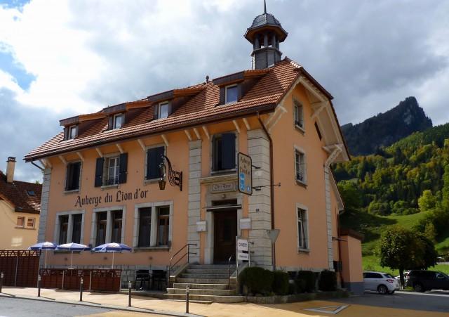 Immeuble mixte en Gruyère sur la route de Gstaad 24523328