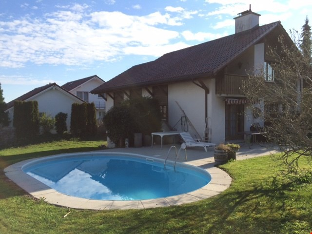 Heimeliges Einfamilienhaus mit Pool an ruhiger Lage 32316039