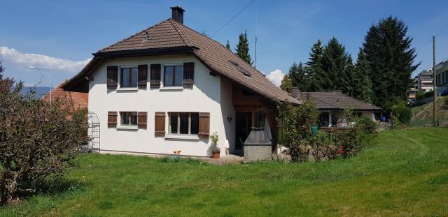 Kinderfreundliches, grosses Einfamilienhaus mit Garten und P 24071090