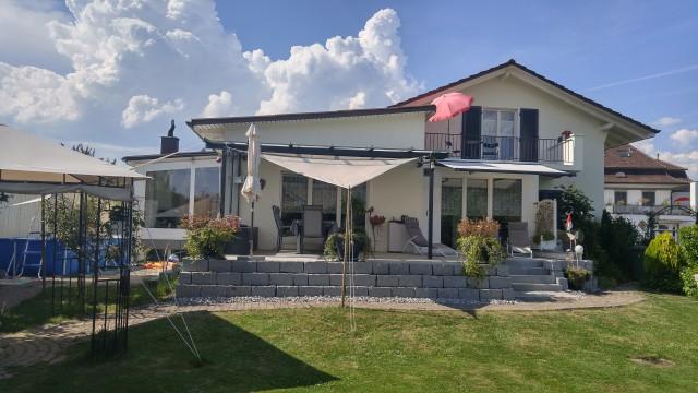 Schönes Haus mit Einlegerwohnung, Garten, Spielplatz und Bas 20856935